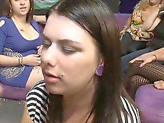 Essas girlfriends gostam de colocar shlong em suas bocas.