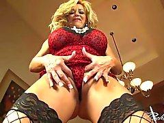Sizzling Rachel Aziani uses her diamon butt plug