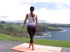 Yoga pants ass tease