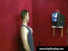 Chicos blancos gay masturban tipos negros - Estimulacion Con La Mano gays y el Hoyo 08