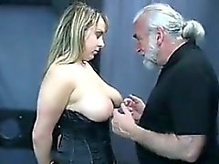 Des Esclaves aux gros seins dans le donjon