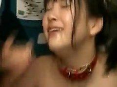 adolescente Pigtailed se envolve em ação de sexo selvagem e leva uma boca