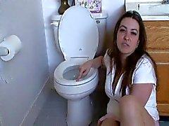 Coup de langue sexy princesse toilette propre , humiliation verbaux