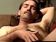 Masturbandose del motorista peludas el conseguir succionado