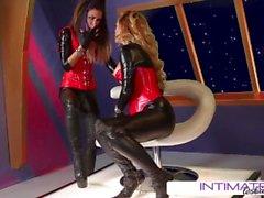 Jessica Jaymes und Cherie DeVille sind Dynamit beim Pussy lecken