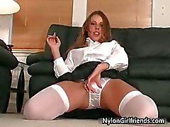 Sexy koulutyttö Penny Flame strippaus