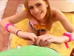 Het blondin älskar knulla hennes röv