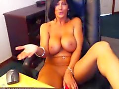 Big breast brunette uses vibe on self
