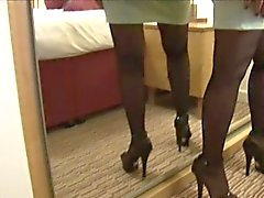 Зрелые соблазнительная дама на одежды Юбки узкие полос и дразнит