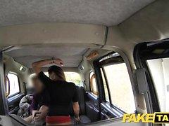Fake Taxi lång brunett långt sex analsex ansiktsbehandling