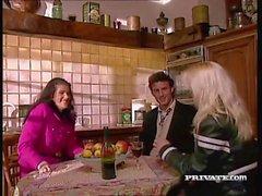 Katarina e Silvia Saint ficam selvagens em trio