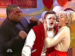 Miley Cyrus Jon Rudnitsky yüzünün licks