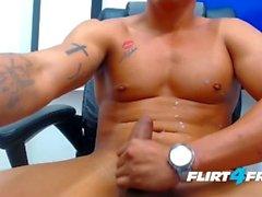 Felipe Borja sur Flirt4Free Guys - le Monster Cock de Latino Stud tire une charge