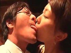 Asian babes sensuais são maltratado e tocou na vagina e, como