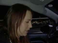 Kinky puta sopra um motorista Uber em POV pornô interracial
