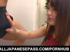 Kanna Harumi a arraché poilue baisée après avoir vibrateur sur elle