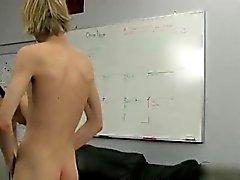 Jungen Sauna Sex und xxx Homosexuell anal Sie auf den Liegen stecken, Pr