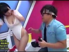 Japaner haben ihre großen Brüste cummed über