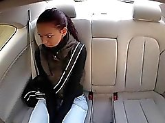 Teenager brunette Lea scopata per denaro