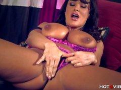 Hot peituda Milf Lisa Ann orgasming rígido