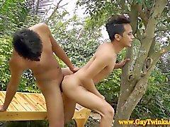 Vatos asiáticos besándose y follando como los gatitos en HD