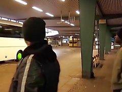 Bums Bus - Schwarze Star spritzt Angel Wicky auf die Titten - GERMAN