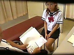 Voyeurcam bij Schooldoctor