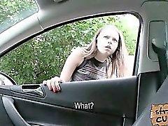 Russisch Teen mit riesigen Titten im Auto von einer massiven Schwanz gefickt