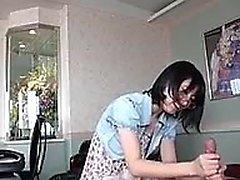 Asiatin Asia Zo gibt schön Handjob und Blowjob