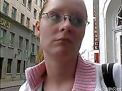 Offert une promenade sur le Plaiser et elle accepte