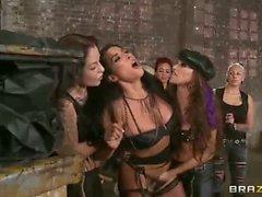 Puttana selvatiche Celeste Star e Brianna Jordan in HD Lezdom porn