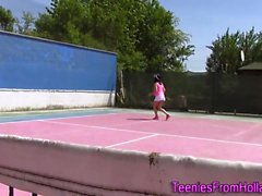 Solo tennis teen hankausta