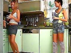 Duas lésbicas youthfull adoráveis