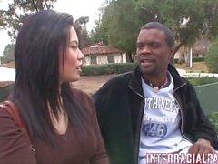Sasha trifft Big Mann auf dem Campus und er giert sie!