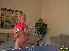 Celesta Star e amici di giocare a ping pong nude