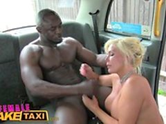Female Fake Taxi Big black cock fait du tax