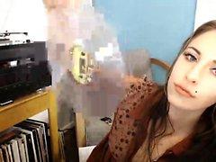 Upea busty Piper Fawn jolla on villin soolo masturbaatio