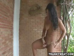 Heiße Latina brunette Transe wird Ruckeln ihren Schwanz