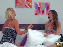 Dani di Daniels va a letto con Lesbica Molly Cavalli