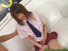 étudiant asiatique en culotte rose suce en fellation chaude