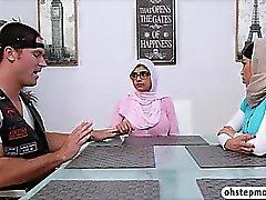 Des étudiants musulmane petit ami se séduits