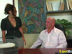 Linda secretaria con una lengua perforada Jessica Bangkok