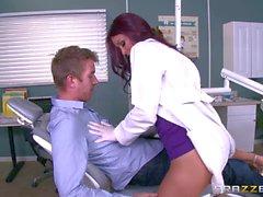 Monique Alessandro pompino sua paziente