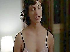 Morena Baccarin nuda nel una scena di sesso con un ragazzo nel quale