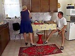 zorla ablasina tecavüz mutfakta  Porno izle Sikiş Video