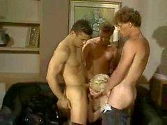 Ehrfürchtig Orgie mit blonde Transen Hündin