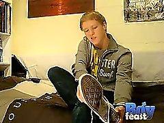 Première vidéo Matthieu à BoyFeast sont solo à chaud , il frotte