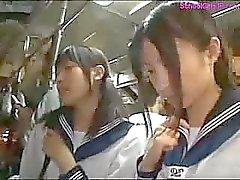 Ihre haarige Muschi japanischer Teenager