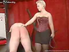 Lady Susan tar hennes slav riktigt hårt ( Outtake )