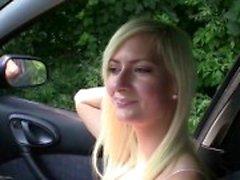 Stop Miststück - Squirting blond in das Auto fickte